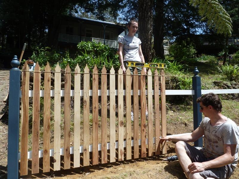 Piccolo White Picket Fence (23)