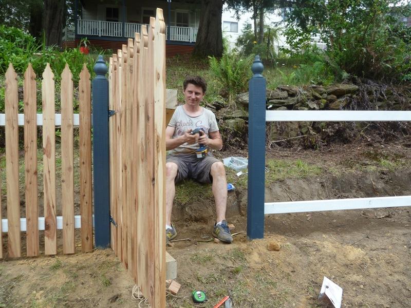Piccolo White Picket Fence (28)