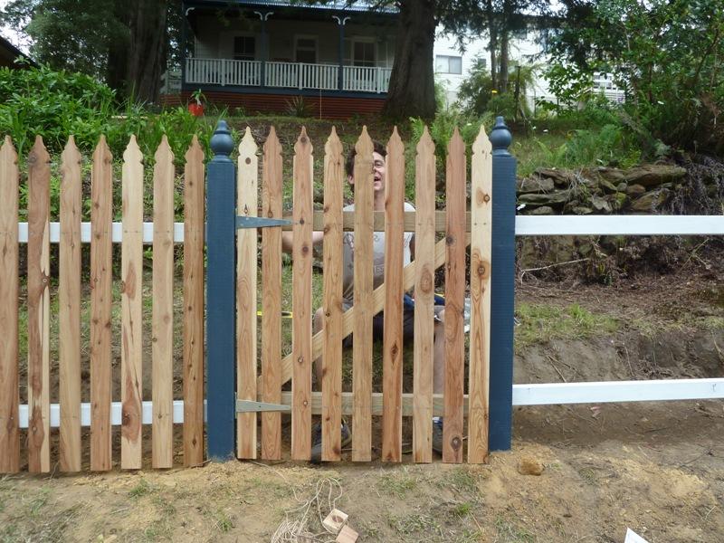 Piccolo White Picket Fence (29)