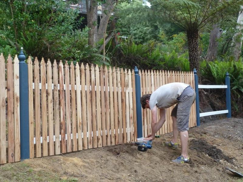 Piccolo White Picket Fence (30)