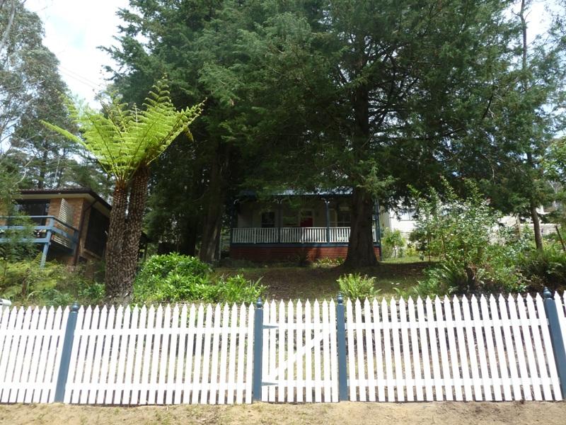 Piccolo White Picket Fence (38)